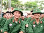 Thí sinh bị cận thị vẫn được thi vào trường quân đội?