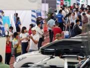 Ô tô nối đuôi nhau về TP.HCM, dù phải chịu thuế nhập khẩu đến 70%