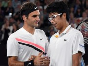 """Federer hạ gục Hyeon Chung:  """" Thầy phù thủy """"  bóp nghẹt sao mai"""