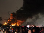 HN: Ngọn lửa khổng lồ bốc lên từ xưởng phế liệu, nhiều người tháo chạy