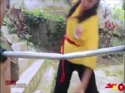 Mỹ nhân võ thuật gây sốt triệu người: Đấm vỡ gỗ, đá gãy tuýp sắt