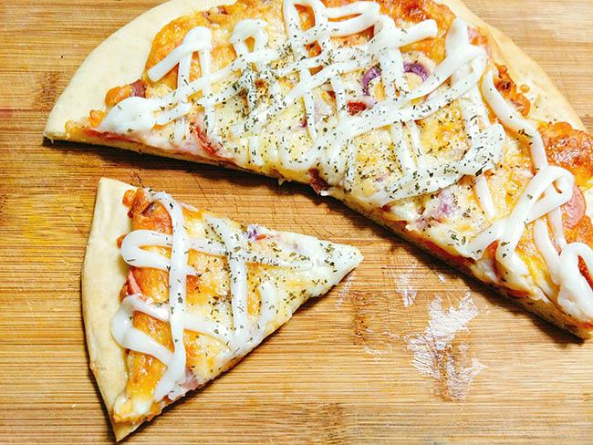 Không ngờ pizza lại dễ làm thế này, cuối tuần rảnh rỗi trổ tài ngay thôi - 11