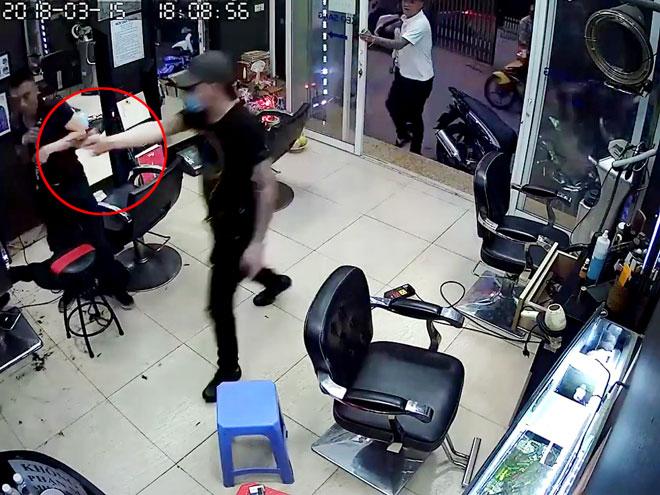 Nghi can nổ súng ở tiệm cắt tóc khai lý do tấn công tình địch - 1