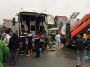 Ảnh: Hiện trường vụ tai nạn kinh hoàng giữa xe khách và xe cứu hỏa