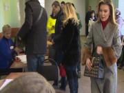 Video:  Bạn gái tin đồn  của ông Putin đi bầu cử thu hút nhiều chú ý
