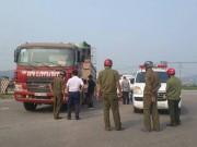 Thai phụ và con trai 4 tuổi tử vong dưới gầm xe tải
