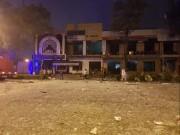 """Sau tiếng nổ kinh hoàng, tòa nhà 2 tầng bị  """" xé tung """""""