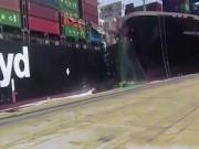 Video: Hai tàu chở hàng cực lớn đâm nhau, container rơi lả tả