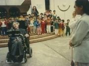 Lời dặn của thiên tài vật lý với con gái nuôi người Việt