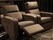 Hy hữu: Khán giả qua đời vì bị kẹp đầu vào ghế xem phim
