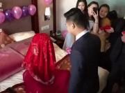 """Cô dâu troll chú rể  """" thót tim """"  trong ngày cưới"""