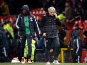 Tiết lộ biến ở MU: Mourinho giận vì bị Pogba tự tiện… cầm tay