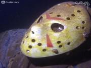 Bức tượng rùng rợn dưới đáy hồ khiến thợ lặn khiếp sợ