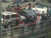 Lại xuất hiện clip ô tô quay đầu trên cầu, CSGT truy tìm tài xế