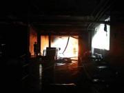 Lửa tái bùng phát ở chung cư Carina, 2 cảnh sát bị thương