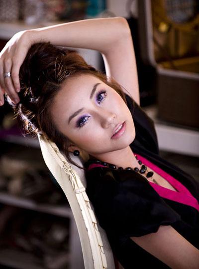 Ngân Khánh muốn làm ca sĩ - 1