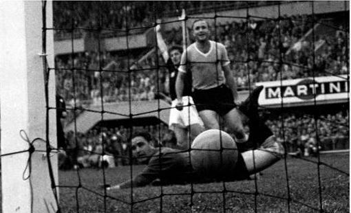 World cup 1954: Nỗi buồn Hungary (Những hình ảnh ấn tượng nhất tại những kỳ World Cup – P5) - 4