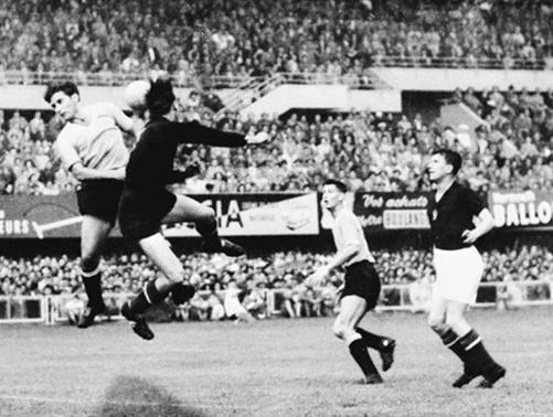World cup 1954: Nỗi buồn Hungary (Những hình ảnh ấn tượng nhất tại những kỳ World Cup – P5) - 3