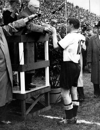 World cup 1954: Nỗi buồn Hungary (Những hình ảnh ấn tượng nhất tại những kỳ World Cup – P5) - 5