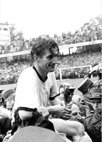 World cup 1954: Nỗi buồn Hungary (Những hình ảnh ấn tượng nhất tại những kỳ World Cup – P5) - 9
