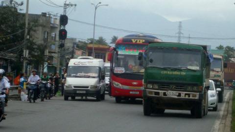 Bát nháo giao thông cửa ngõ Đà Nẵng - 2
