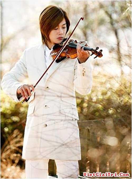 Bae Yong Joon và bản sao Kim Hyun Joong - 10