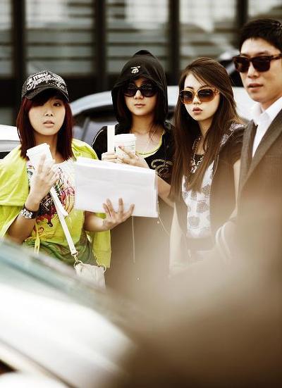 Wonder Girls - 'hot' với kính thời trang - 12