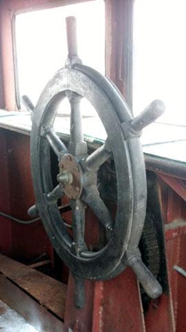 Lởn vởn 'tàu ma' lang thang trên Hồ Tây - 6