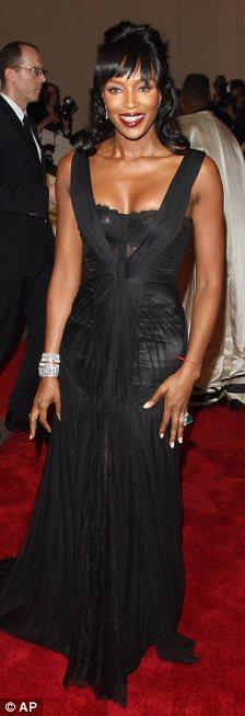 Vì sao Naomi Campbell vẫn nuột ở tuổi 40? - 1