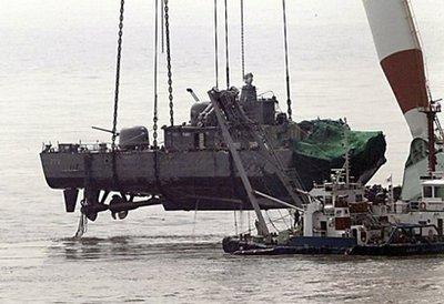 Tàu Cheonan chìm do thuốc nổ? - 1