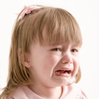 Clip: Bé 3 tuổi bị đánh đập dã man