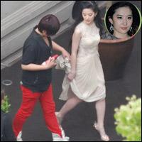 Chụp trộm Lưu Diệc Phi... vén váy