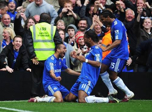 Màu xanh phủ bóng Premiership (Tổng hợp giải Ngoại hạng Anh vòng 38) - 1