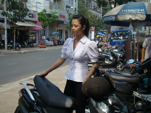 """Jennifer Phạm """"tình tứ"""" với Minh Tiệp - 2"""