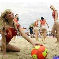 Video bóng đá: Mỹ nhân nude chơi bóng