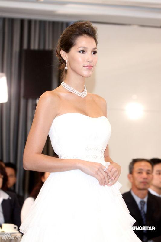 Chiếc đầm kiêu hãnh của Từ Hy Viên - 11