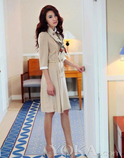 Thời trang công sở: Duyên dáng váy liền - 19