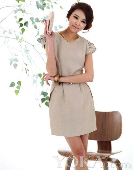 Thời trang công sở: Duyên dáng váy liền - 18