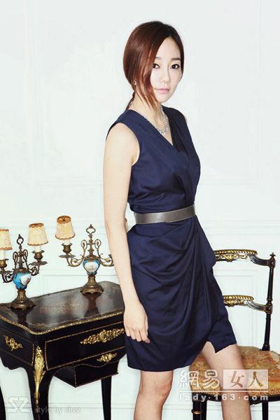 Thời trang công sở: Duyên dáng váy liền - 13