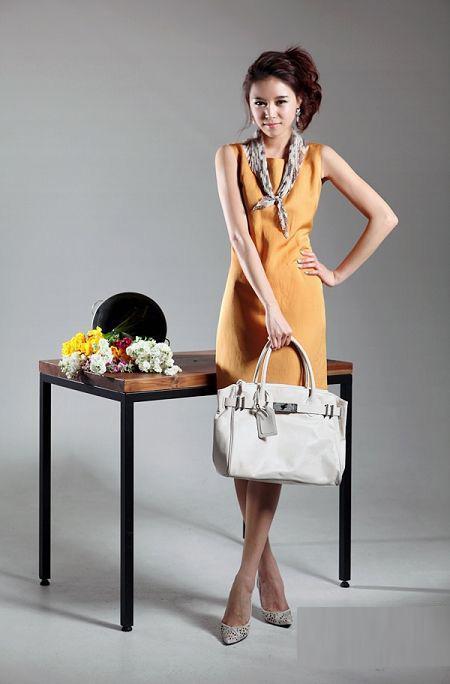 Thời trang công sở: Duyên dáng váy liền - 4