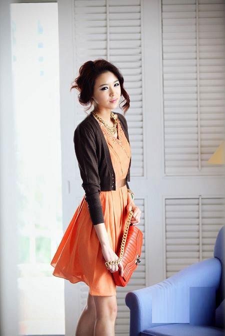 Thời trang công sở: Duyên dáng váy liền - 1