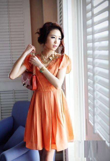 Thời trang công sở: Duyên dáng váy liền - 2
