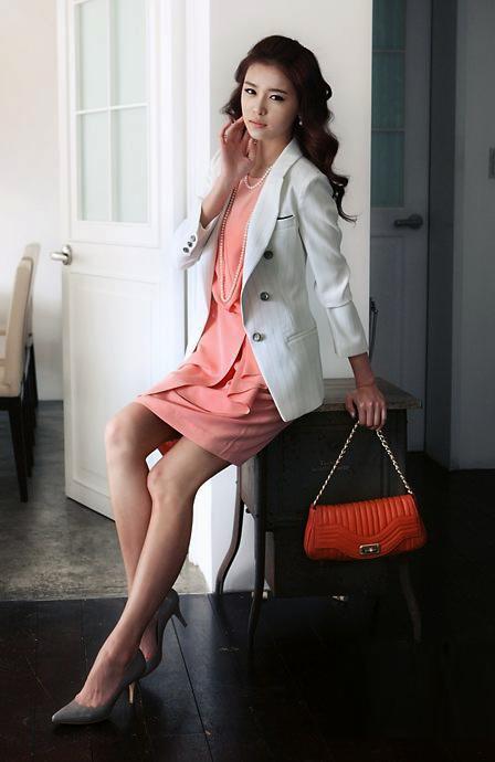 Thời trang công sở: Duyên dáng váy liền - 8