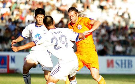 Kết thúc lượt đi V.League 2010: SHB Đà Nẵng dẫn đầu bảng xếp hạng, Megastar Nam Định chìm dưới đáy - 1