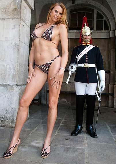 """Người mẫu cao nhất thế giới khoe """"giò"""", Phi thường - kỳ quặc, Amazon Eve, người mẫu, cao nhất, kỉ lục, kỉ lục thế giới"""