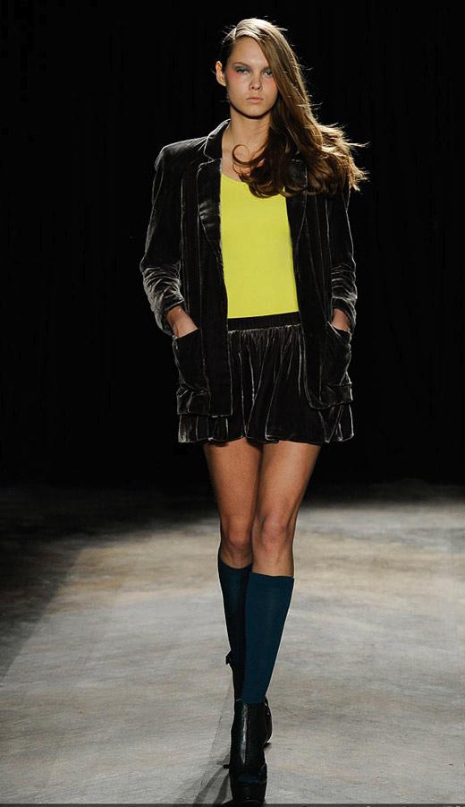 Thời trang nhung bùng nổ trong mùa thu 2010 - 10