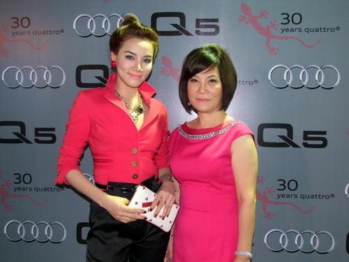 Tăng Thanh Hà và Trang Nhung mặc đẹp bên siêu xe - 2