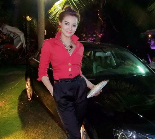 Tăng Thanh Hà và Trang Nhung mặc đẹp bên siêu xe - 3