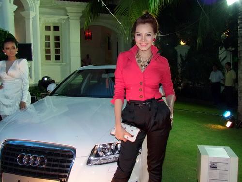 Tăng Thanh Hà và Trang Nhung mặc đẹp bên siêu xe - 4