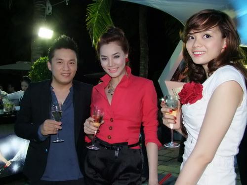 Tăng Thanh Hà và Trang Nhung mặc đẹp bên siêu xe - 5